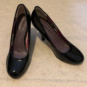 Black patent leather pumps Sz 8